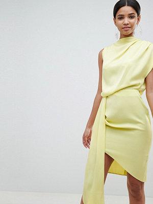 ASOS DESIGN satin drape midi dress with sash detail - Dusty yellow