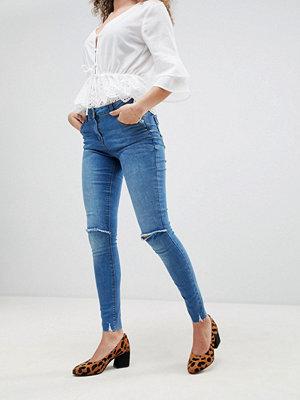 Parisian Smala jeans med fransad fåll och slitna knän Mellanblå