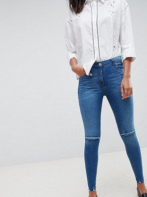 Parisian Tall frayed hem skinny jeans with ripped knee - Mid blue