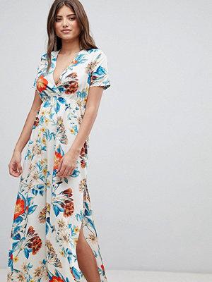 PrettyLittleThing V Neck Floral Maxi Dress