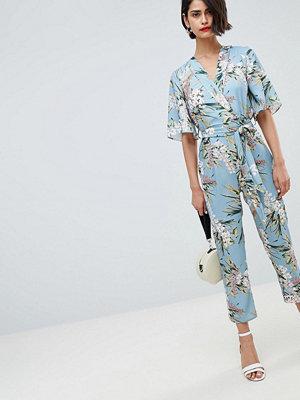 River Island Blommig jumpsuit med knytning i midjan Blue pale print