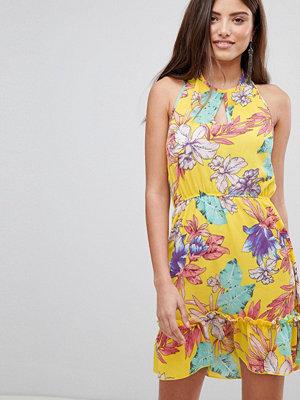 PrettyLittleThing Floral Haterneck Skater Dress