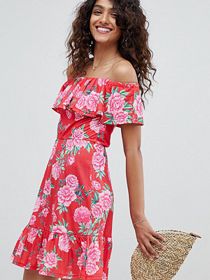 Asos Tall ASOS DESIGN Tall off shoulder sundress with tiered skirt in floral print