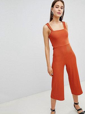 New Look Ribbstickad byxdress i culotte-modell med fyrkantig halsringning Rostfärgat