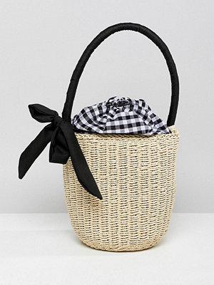 ASOS kuvertväska DESIGN Straw Top Handle Basket Bag With Gingham Insert