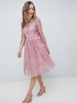 Chi Chi London Premium Embroidered Long Sleeve Midi Dress - Dusky pink