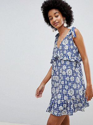 ASOS DESIGN Tie Strap Sundress With Pep Hem In Floral Gingham - Floral gingham
