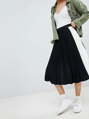 Bershka side stripe pleated midi skirt in black