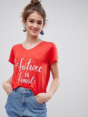 Blend She Caraz T-shirt med Future Is Female-tryck Vallmoröd