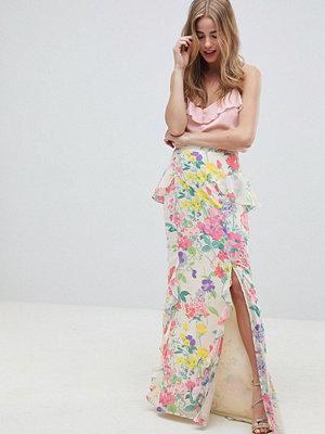 ASOS DESIGN Blommig maxiklänning med peplum och knäppning bak