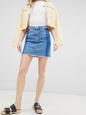 New Look Dekonstruerad minikjol i denim Mellanblå
