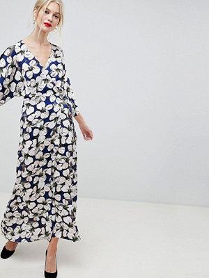 Liquorish Floral Kimono Sleeve Maxi Dress