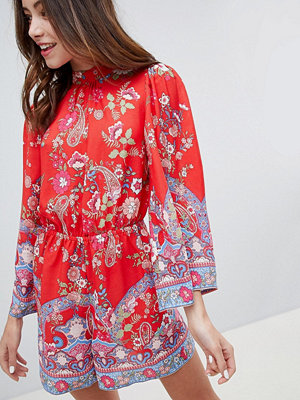 Miss Selfridge playsuit with high neck in floral print - Red