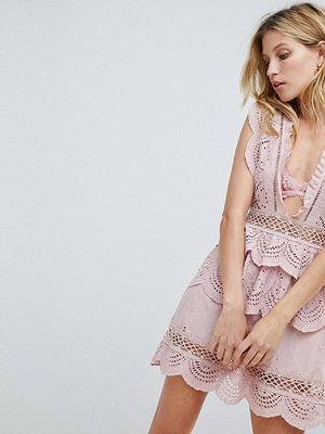 PrettyLittleThing Crochet Lace Plunge Swing Dress - Dusty pink