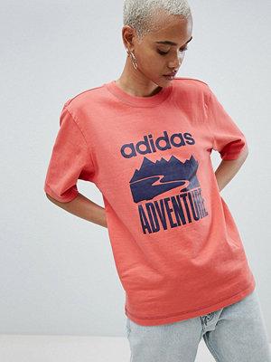 Adidas Originals Adventure Mörkrosa oversize t-shirt Trace scarlet