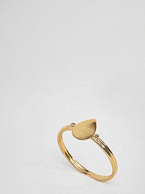 ASOS Curve ASOS DESIGN Curve Gold Plated Sterling Silver Sleek Teardrop Ring - Gold