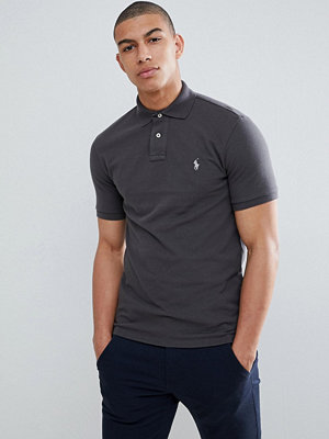 Pikétröjor - Polo Ralph Lauren Slim Fit Pique Polo With Player Logo in Washed Black - Black mast