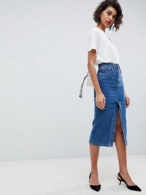 ASOS DESIGN denim midi skirt with split front in midwash blue - Midwash blue