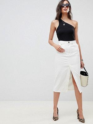 ASOS DESIGN denim midi skirt with split front in off white - Off white