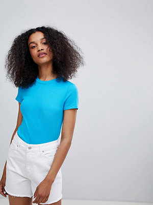 Monki T-shirt med smal passform Bright turquoise