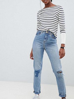 Asos Tall Recyckled Ritson Mellanblå jeans i mom fit-modell med lagade revor Mellanblå tvätt