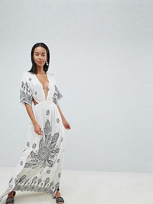 Asos Tall ASOS DESIGN Tall Bandana Print Kimono Plunge Maxi Beach Dress - Bandana print