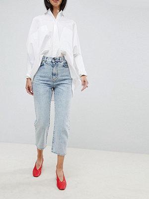 ASOS DESIGN Ljusa boyfriend-jeans med vida