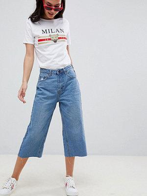 Boohoo Beskurna jeans med vida ben Mellanljus tvätt