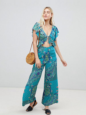 ASOS DESIGN ruffle jumpsuit in paisley print with cut out detail - Paisley