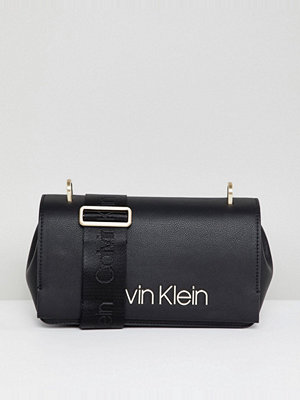 Calvin Klein axelväska Shoulder Bag with Wide Strap Detail