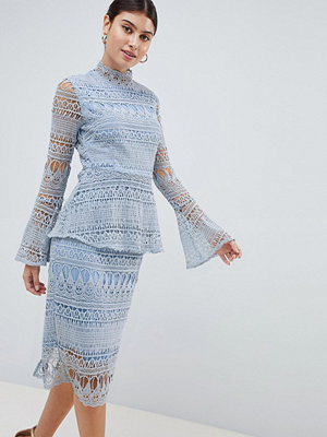 PrettyLittleThing Lace Bell Sleeve Midi Dress - Icy blue