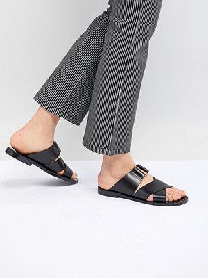 Pull&Bear cross strap flat sandal