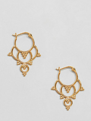 ASOS örhängen DESIGN hoop earrings in gold plated sterling silver with ornate cut out design