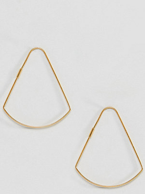 ASOS örhängen DESIGN hoop earrings in gold plated sterling silver in curved triangle shape