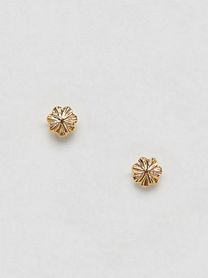 ASOS örhängen DESIGN stud earrings in gold plated sterling silver with engraved detail