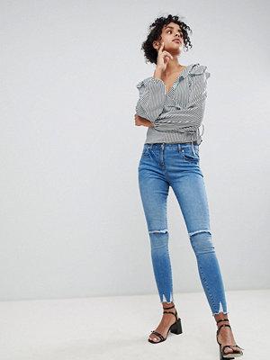 Parisian Skinny jeans med slitna knän Mellanblå