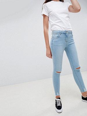 Parisian Jeans med smal passform och slitna knän Ljusblå