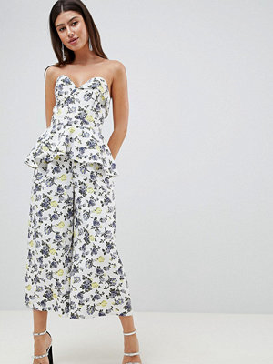 ASOS DESIGN structured bandeau jumpsuit with frill overlay in floral print - Printed floral