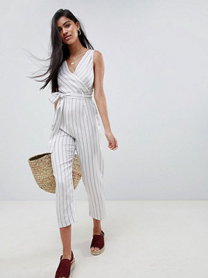 ASOS DESIGN cami jumpsuit with tie waist in linen stripe - Olive stripe