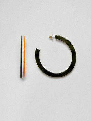 ASOS örhängen DESIGN hoop earrings in split colour resin