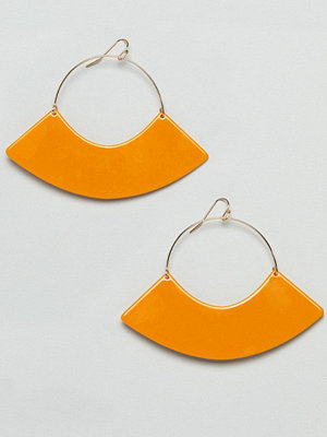 ASOS örhängen DESIGN earrings with resin fan shape