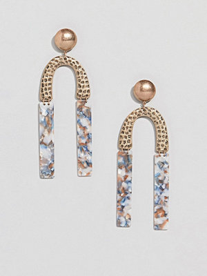 ASOS örhängen DESIGN earrings in hammered metal and resin shape design