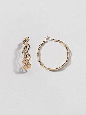 ASOS örhängen DESIGN hoop earrings with triple textured wave design