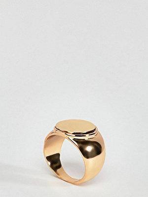 Reclaimed Vintage inspired chunky signet ring