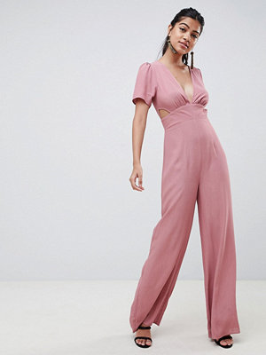 ASOS DESIGN tea jumpsuit with cut out detail and wide leg - Desert rose