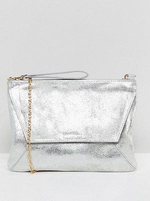 Oasis kuvertväska clutch bag in metallic silver