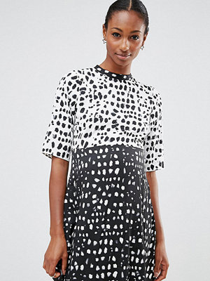 ASOS Maternity Skater in Blurred Leopard Print - Blk/white