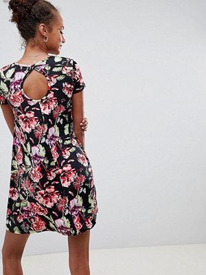 Brave Soul Swing Dress with Keyhole Back in Dark Floral Print - Black floral