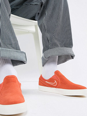 Nike Sb Zoom Stefan Janoski Slip On Trainers In Red 833564-800