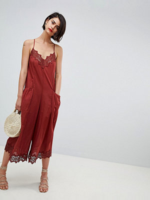 ASOS DESIGN jumpsuit with lace trims and oversized pocket detail - Rust